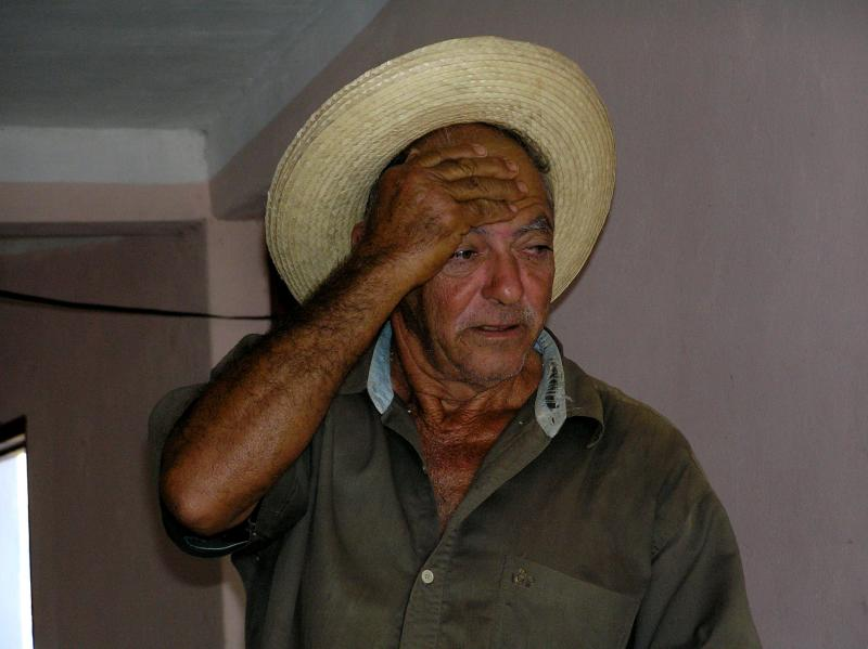 2004 12 02 - Farmer in Vinales.JPG