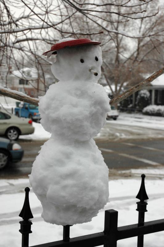 Smoking Snowman at College Market DSC_2380.jpg