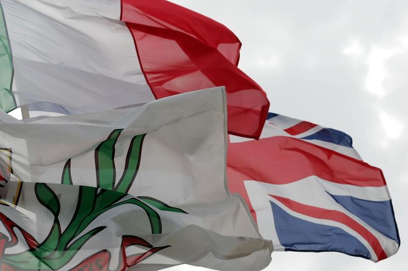 Drapeaux sur la Promenade des Anglais