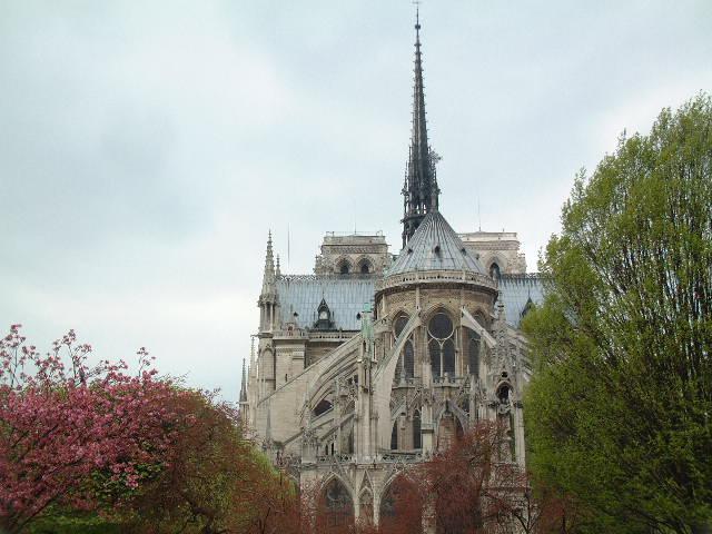 behind Notre-Dame - April 2005