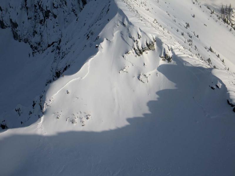 Wing Lake:  Avalanche (WingLkAvy040405-06adj.jpg)
