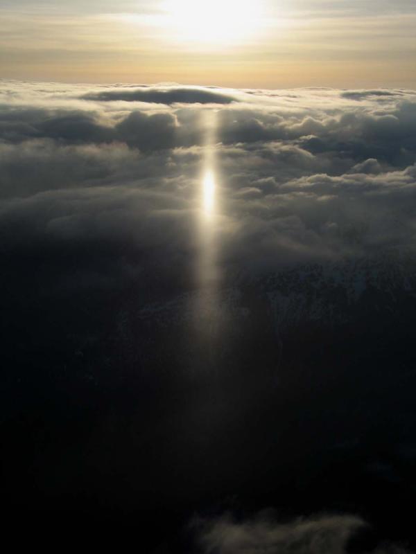 Thunder Creek:  Sub-Solar Light Pillar (SnowRay040905-4adj.jpg)