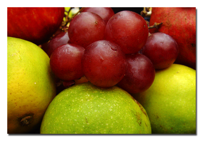 <b>Grapes and Otherst<b><br><font size=1>by  Vikas
