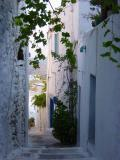 So don't hesitate to wander in the narrow streets of Chora...
