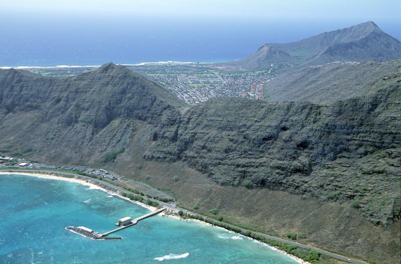 28-13 Makai Pier and view over Kaalau toward Koko Crater