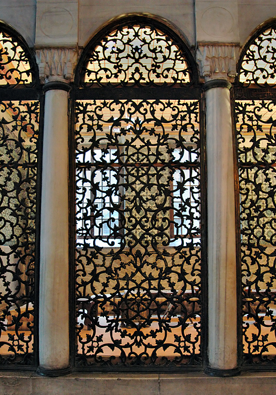 Aya Sofya, Library of Mahmud 1