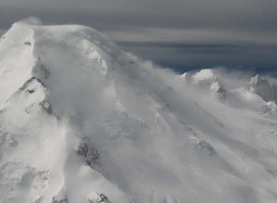 Mt Baker & 50 MPH Southeasterly Wind (MtBaker041205-16.jpg)