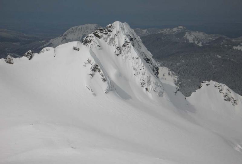 Tomyhoi Summit Pyramid, View NW (Tomyhoi041205-06adj.jpg)