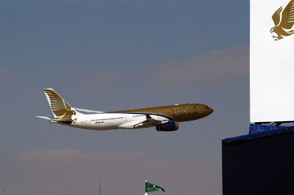 Gulf Air Airbus 330 fly-by at Al Ain