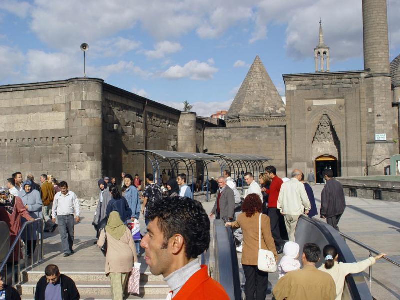 Kayseri at city walls 2547