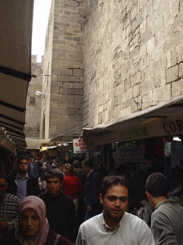 Kayseri at city walls 2549