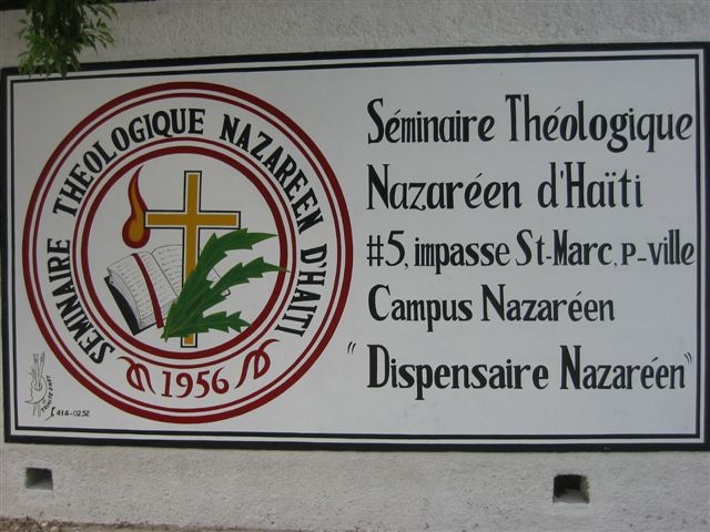 walking around the Seminaire Theologique  Nazareen dHaiti  #5, impasse St-Marc, Petionville   Campus Nazarene