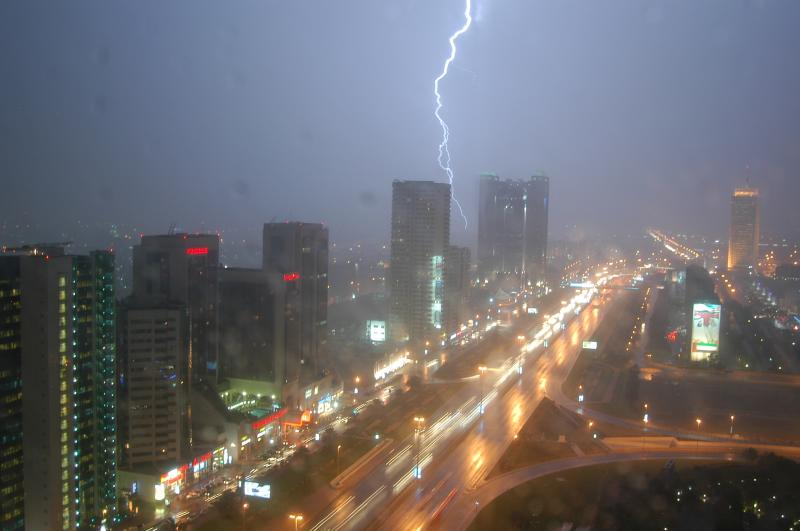 Sheikh Zayed Road in a rare thunderstorm, 15 Nov 2004