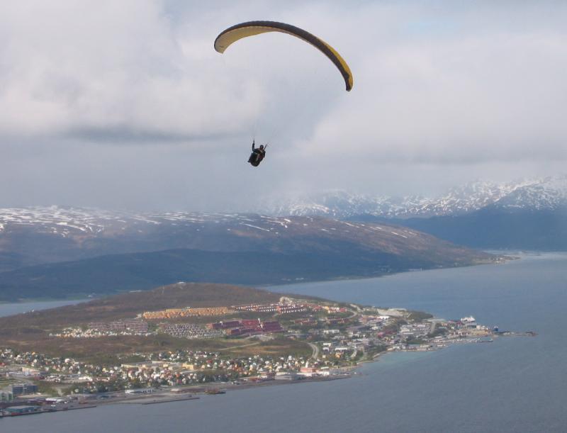 Paraglider overlooking Tromsø.jpg