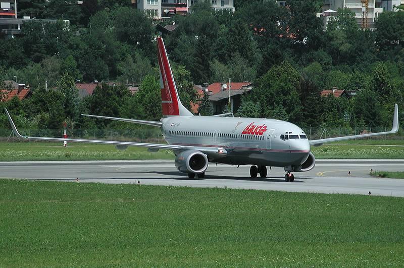 Lauda Boeing 737-8Z9