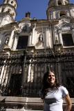 Goddy frente a la Iglesia