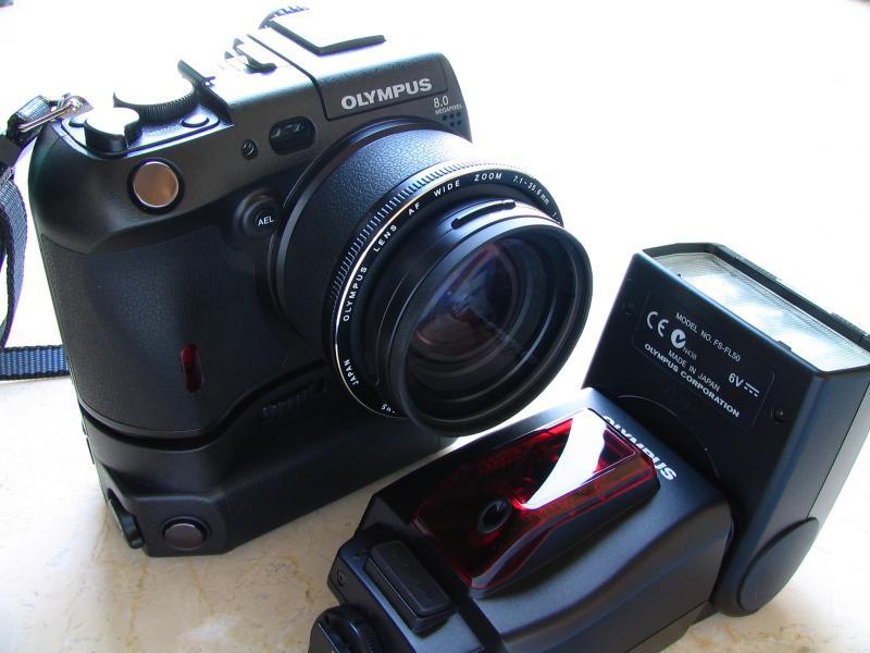 Olympus Camedia C-8080, B-HLD30 Battery Pack, FL-50 Flash
