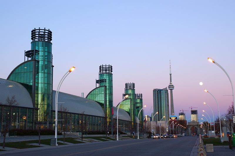 Moonrise over Toronto towers.jpg