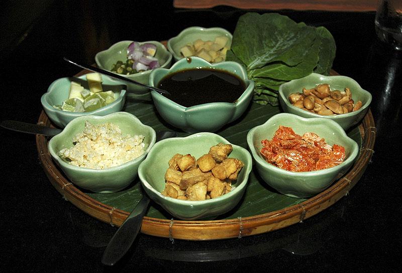 Miang - a traditional Thai dish at The Orient Restaurant Sukhumvit Soi 49 Bangkok DSC_1027.jpg