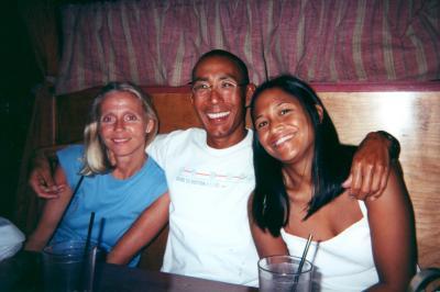 2000 - Janeen, Glenn & Kelly at Auntie Pastos