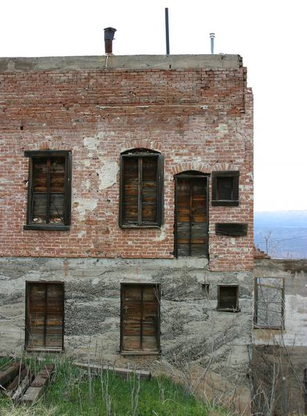 Jerome, building in ruins