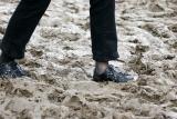Aérodrome de Cerny après la pluie, les pieds de quelqu'un qui vient d'arriver...