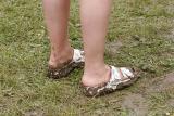 Aérodrome de Cerny après la pluie... Il fallait oser ces chaussures-là !