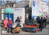 Cold Shenyang morning hot corn & push cart taxis