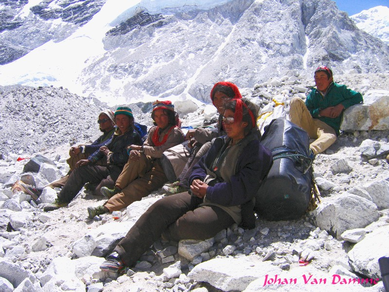 tibetan porters al lake camp