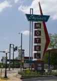 Skyliner Motel Sign