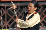 Another Tibetan lady was rotating a prayer wheel