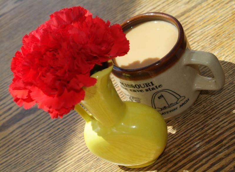 Missouri mug and flowers at Bouillon Soup smallfile DSCF0026.JPG