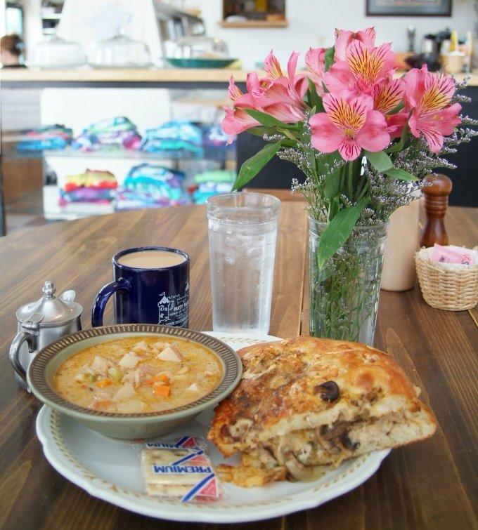 Lunch at Toms Bouillon Soup smallfile DSCF0015.JPG