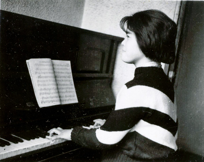 my mom was 18, she plays excellent piano