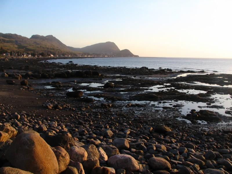 les roches rondes de la plage de St-Fabien sur mer