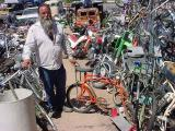 Ron demonstrating the swivel bike at all bikes in Rye Arizona