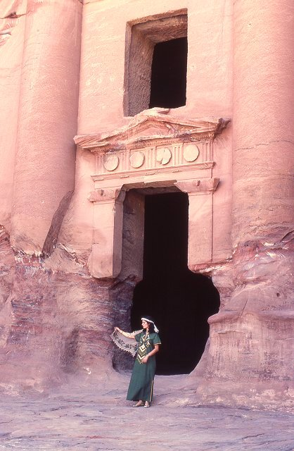 0093 Urn Tomb.jpg
