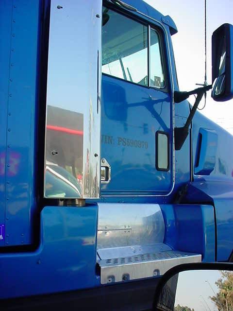 big blue big rig up close