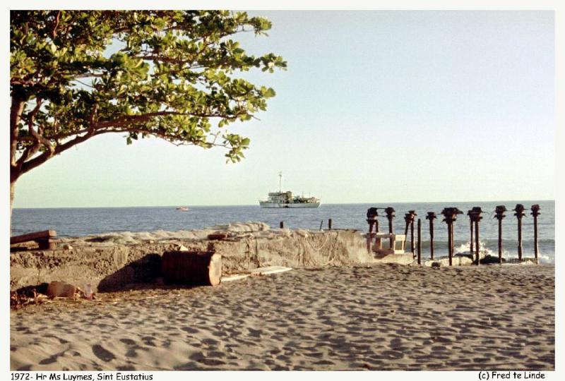 157-Sint Eustatius voor anker copy.jpg