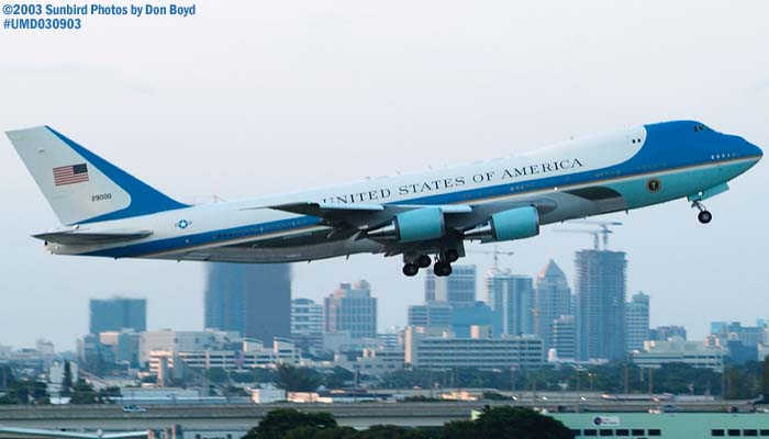 USAF VC-25A 92-9000 (29000) Air Force One departing with President George W. Bush onboard stock photo #7107