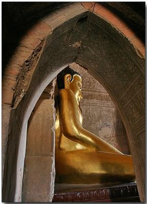 Buddha inside the Htilominlo Temple - Bagan