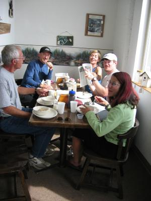 Breakfast with race volunteers (l to r): John Bandur, Marcus Dennis, Marlis DeJongh, John Pearch & Kat Bahramian