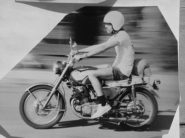 Jeff Knapp and his <br>Honda 305 Super Hawk<br>photo by Mike Payne 1974