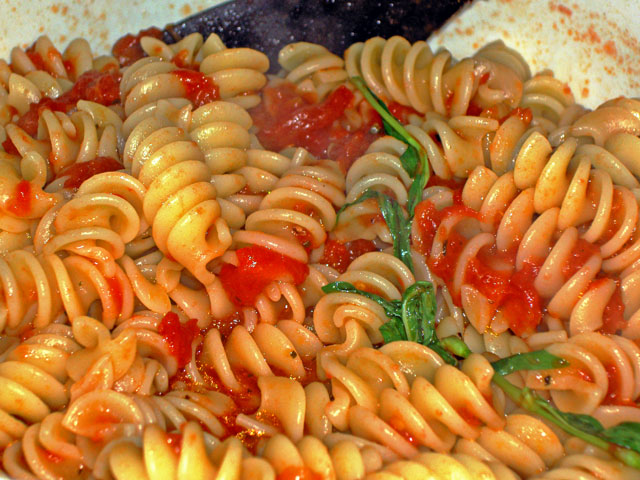 pasta with tomato sauce (recipe)