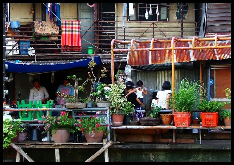 Daily life along the khlongs