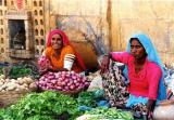 jaisalmer ladies at market.jpg