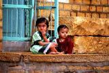 jaisalmer, girls with kohl rimmed eyes