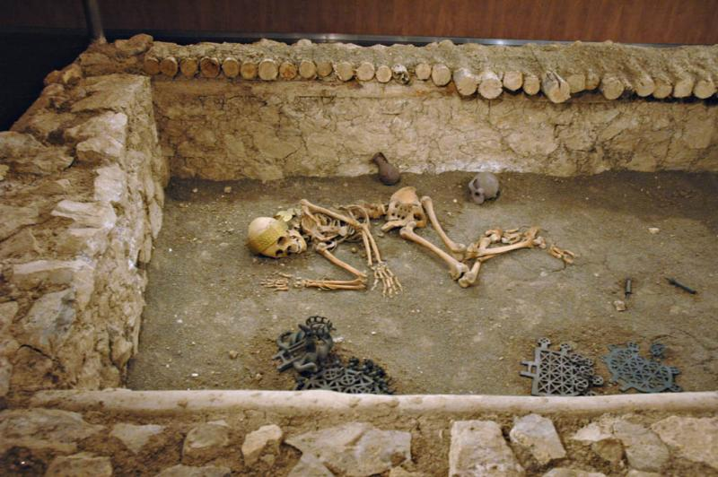 Corum museum grave reconstruction