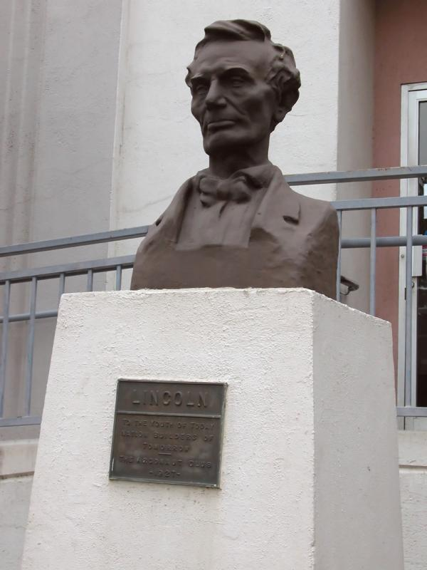 Statue of Lincoln