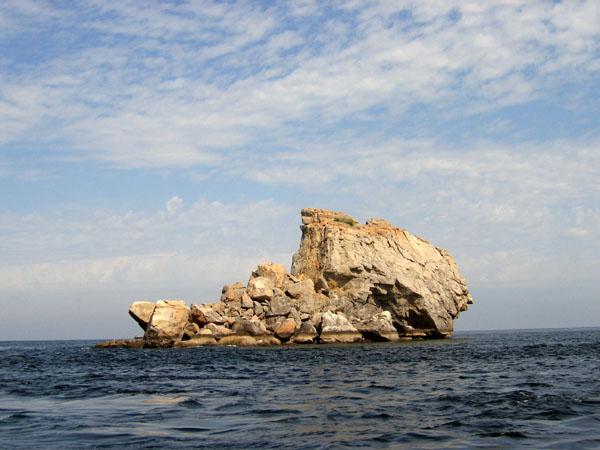 A small Omani island in the Strait of Hormuz